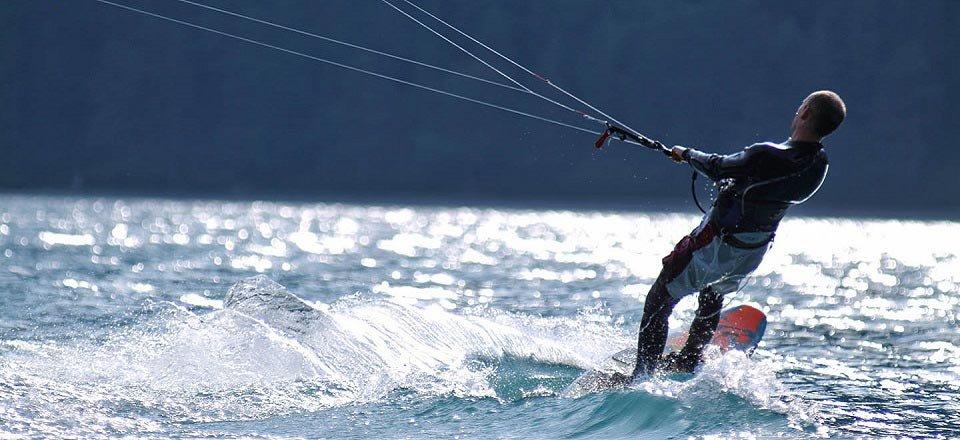 kitesurfen achensee oostenrijk zomer