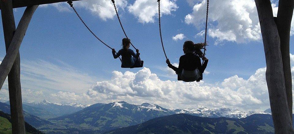 kinderen schommelen niederau wildschonau tourismus
