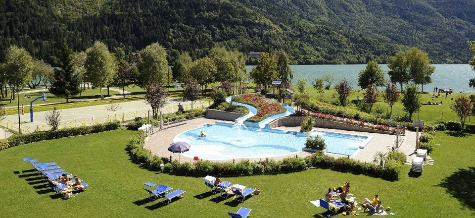 zwembad molveno trentino italië
