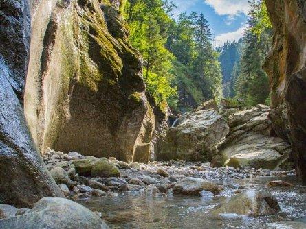actieve vakantie blue lagoon avontuur canyoning outdoor active zillertal vakantie oostenrijk oostenrijkse alpen