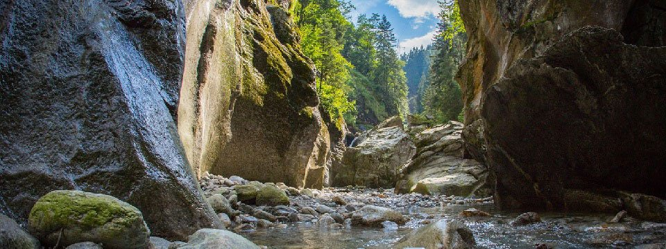 blue lagoon avontuur canyoning outdoor active zillertal vakantie oostenrijk oostenrijkse alpen