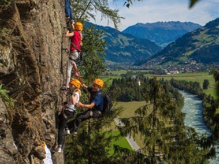 actieve vakantie avontuur via ferrata outdoor active zillertal vakantie oostenrijk oostenrijkse alpen