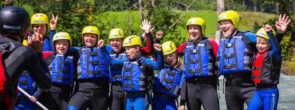 family rafting outdoor active zillertal vakantie oostenrijk oostenrijkse alpen