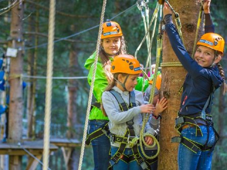 actieve vakantie avontuur family high ropes course outdoor active zillertal vakantie oostenrijk oostenrijkse alpen