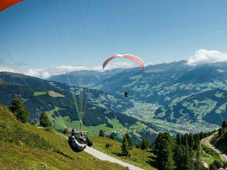 tandem paragliding in het zillertal tirol mayrhofen fuegen vakantie oostenrijk oostenrijkse alpen activiteit (9)