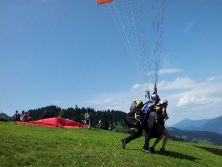 tandem paragliding in het zillertal tirol mayrhofen fuegen vakantie oostenrijk oostenrijkse alpen activiteit (27)