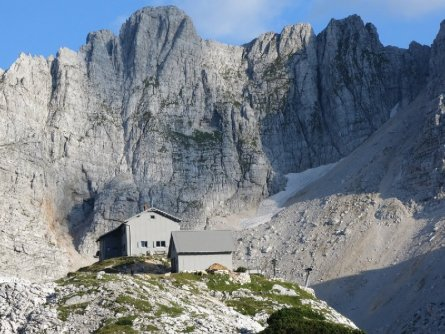 huttentocht triglav national park julische alpen slovenië (12) pogačnikov dom na kriških podih