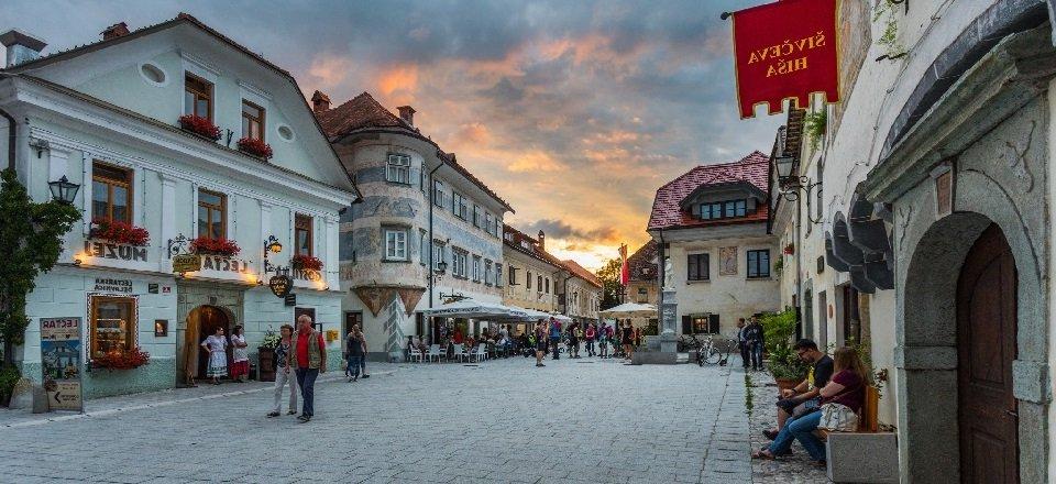 gehele juliana trail actieve vakantie meerdaagse wandeltocht julische alpen slovenië linhartov trg (1)