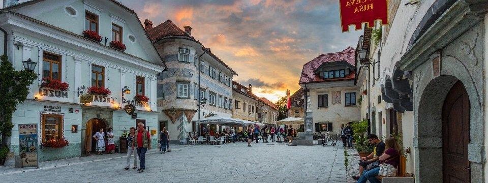 gehele juliana trail actieve vakantie meerdaagse wandeltocht julische alpen slovenië linhartov trg (2)