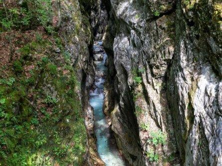 juliana trail etapa15 log pod mangartom cave del predil 22 (mitja sodja)