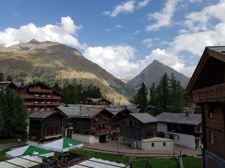 uitzicht hotel marmotte saas fee klant latoya meuris