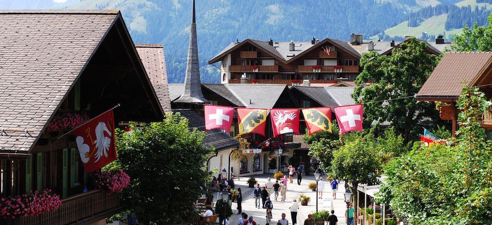 gstaad promenade berner oberland zwitserland tourismus gstaad