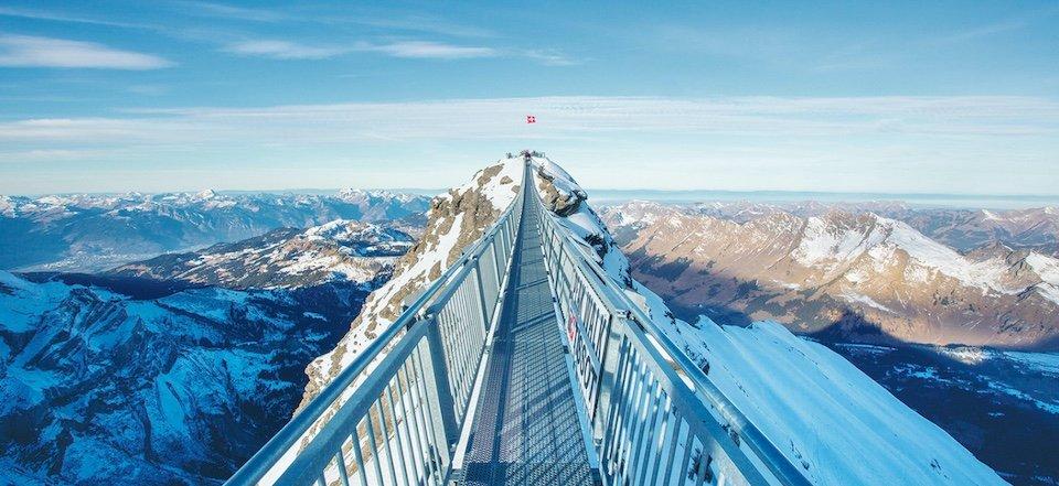 peak walk glacier 3000 bergdorp gstaad kanton bern berner oberland zwitserland regional pass berneroberland