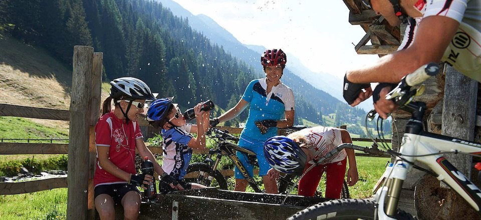 famile mountainbiken fun davos klosters graubunden zwitserland tourismus davos