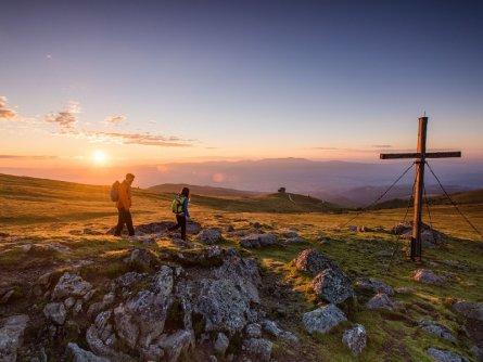 sonnenaufgang beim zingerkle kreuz tourismus lavanttal franz gerdl huttentocht alpe adria trail oostenrijkse alpen (3)