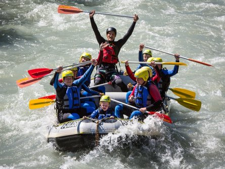 family active zillertal actieve gezinsvakantie mayrhofen alpenreizen family rafting (4)