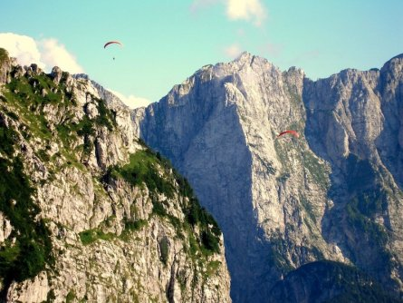 family outdoor active bovec outdoorvakantie slovenie outdoorparadijs julische alpen paragliding