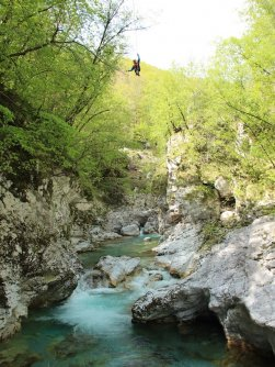 family outdoor active bovec outdoorvakantie slovenie outdoorparadijs julische alpen ziplining 5