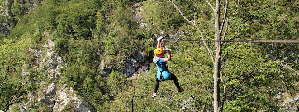family outdoor active bovec outdoorvakantie slovenie outdoorparadijs julische alpen ziplining 7