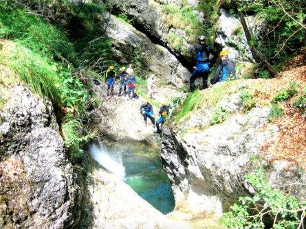 family outdoor active bovec outdoorvakantie slovenie outdoorparadijs julische alpen canyoning
