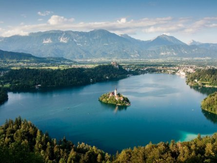 family active wandelvakantie julische alpen view of lake bled from mala osojnica tourismus bled 2