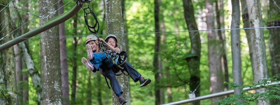 family active ossiacher see avontuurlijke gezinsvakantie karinthie oostenrijk kletterwald ossiach region villach tourismus gmbh fly line