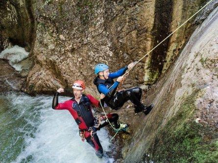 family active lofer salzburger saalachtal avontuurlijke gezinsvakantie oostenrijk canyoning kids rock