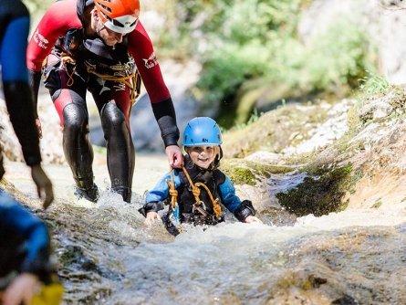family active lofer salzburger saalachtal avontuurlijke gezinsvakantie oostenrijk canyoning kids rock 2