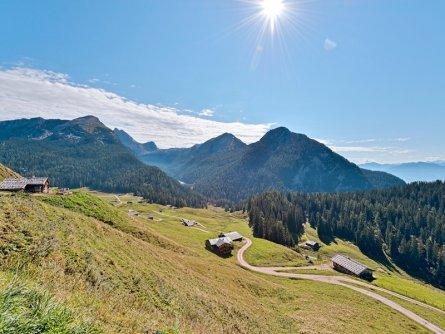 family active lofer avontuurlijke gezinsvakantie oostenrijk bergwandeltocht naar een almhut   hiking program tvb salzburger saalachtal:up to the kallbrunnalm