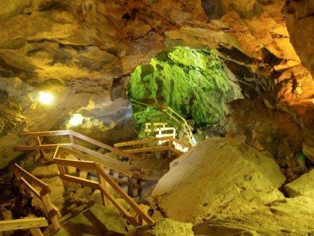 family active lofer avontuurlijke gezinsvakantie oostenrijk hike door een grot   lamprechtshöhle   saalachtaler naturgewalten 1