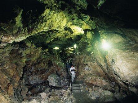 family active lofer avontuurlijke gezinsvakantie oostenrijk hike door een grot   lamprechtshöhle   saalachtaler naturgewalten 4