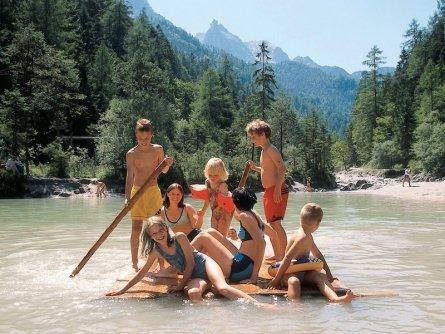 family active lofer avontuurlijke gezinsvakantie oostenrijk vorderkaser natural swimming area   saalachtaler naturgewalten 1