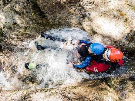 family active lofer avontuurlijke gezinsvakantie oostenrijk canyoning kids rock