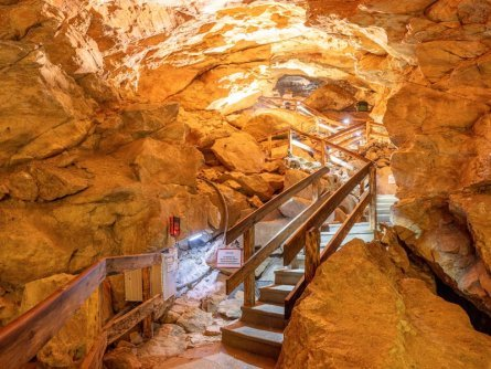 family active lofer avontuurlijke gezinsvakantie oostenrijk hike in een grot lamprechtshoehle naturgewalten saalachtal 2
