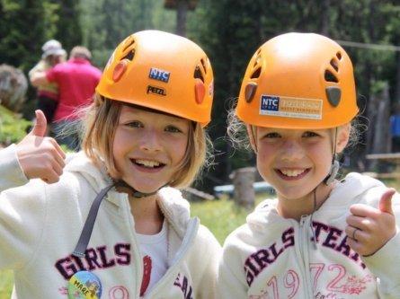 family active nassfeld karinthië avontuurlijke gezinsvakantie oostenrijk alpen avontuurlijk klimpark nassfeld premium plus card holiday felsenlabyrinth & flying fox