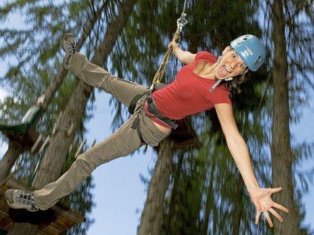 family active nassfeld karinthië avontuurlijke gezinsvakantie oostenrijk alpen avontuurlijk klimpark nassfeld premium plus card holiday felsenlabyrinth & flying fox (lois lammerhuber)