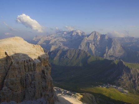 huttentocht dolomieten panorama val di fassa zuid tirol italie italiaanse alpen wandelvakantie apt val di fassa_mattia rizzi_sass pordoi