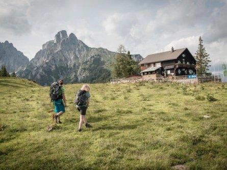 huttentocht gesause national park runde huttenrunde etappe 1 ankunft mödlingerhütte tv gesäuse