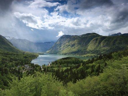 family active bled avontuurlijke gezinsvakantie slovenië lake bohinj   mitja sodja, cc by sa, turizem bohinj