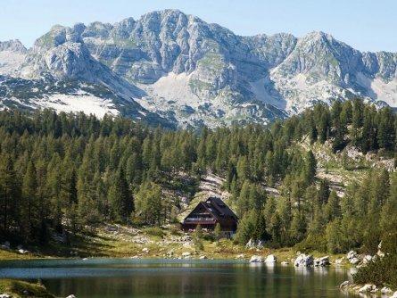 family active bled avontuurlijke gezinsvakantie slovenië mini huttentocht wandelen koča pri triglavskih jezerih (pd ljumatica)