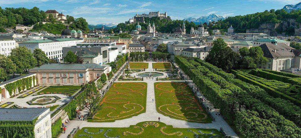 uitzicht stad tuinen mirabelplatz salzburg salzburgtourismus